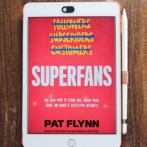 Cover von Superfans (Pat Flynn) auf einem iPad